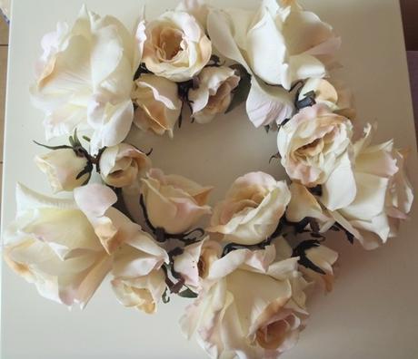 venček na dvere z ruží,