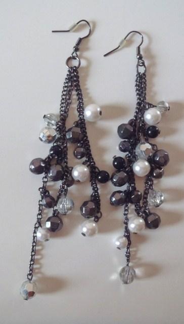 visiace náušnice s perličkami,