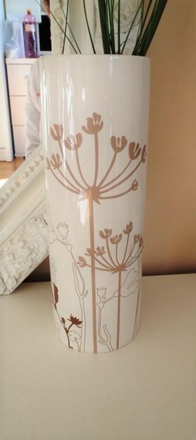 zaujímavá keramická váza,