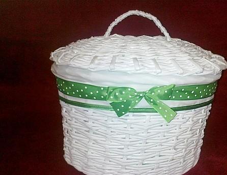 zelený košík s vrchnákom,