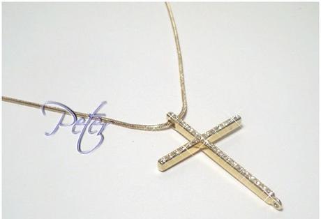 zlatý náhrdelník s krížikom,