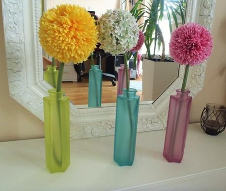 žltá sklenená váza,