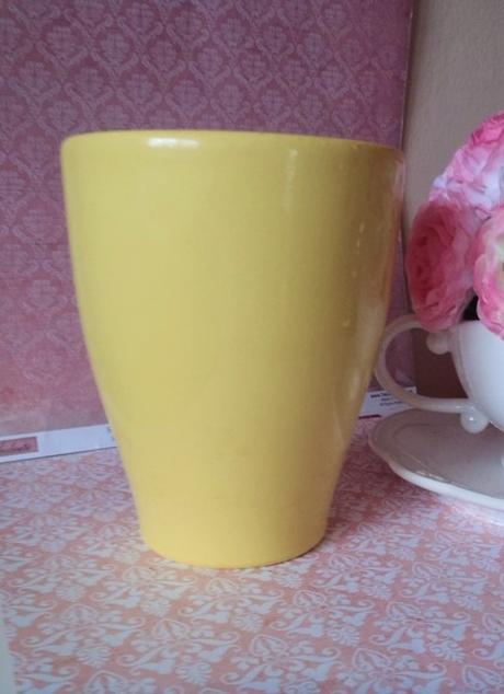 žltý keramický kvetináč,