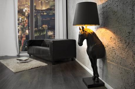 Stojanová lampa Black Horse,