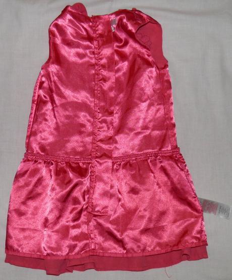 157 dievčenské príležitostné šaty, 92