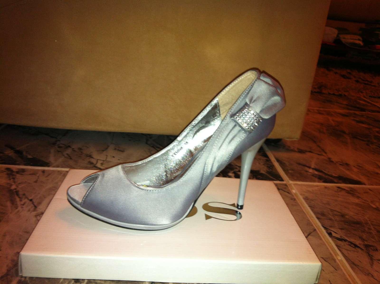 1bf0a1623e Dámske strieborné spoločenské topánky