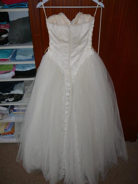Romatické svadobné šaty s tylovou sukňou, 36