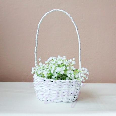 Košíček s plátky růží,