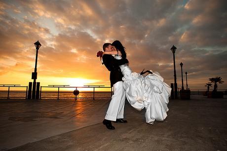 Vzpomínka ve formě velkých svatebních fotografií,