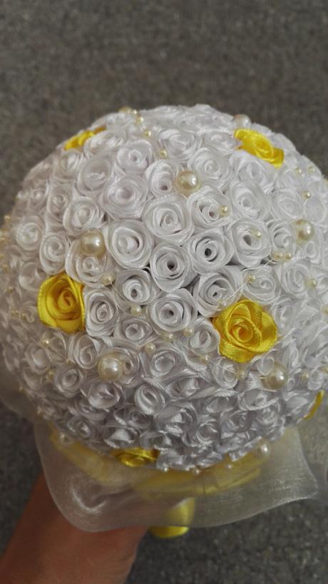 Svatební kytice s korsáží,