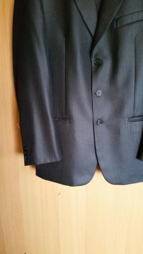 1x obleceny oblek s odleskom, 50