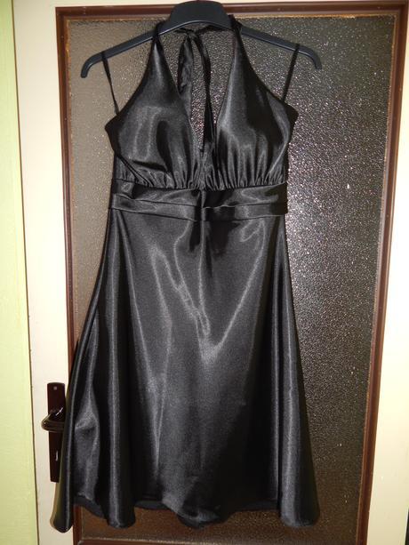 Saténové černé šaty za krk, XL