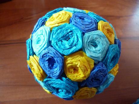 Barevné dekorační koule,