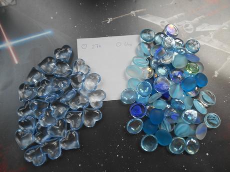 Modré kamínky na stůl,