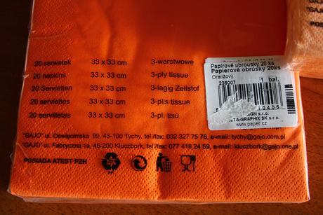 Lososové a oranžové ubrousky,