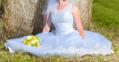 Prekrásne snehovo-biele svadobné šaty, 38