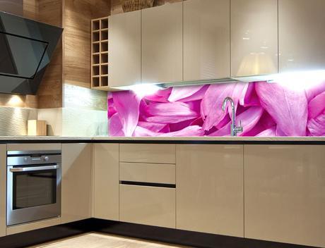 Samolepicí fototapeta do kuchyně - FIALOVÉ OKVĚTNÍ,