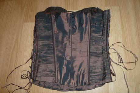 Medené večerné šaty, 40