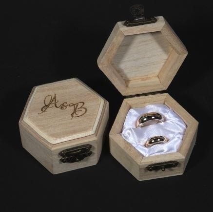 Krabička na obrúčky iniciály,