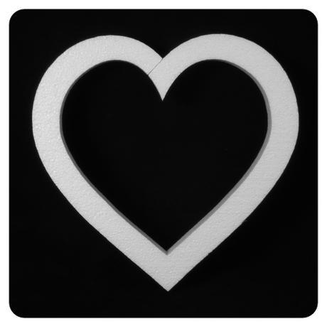 Polystyrénové srdce 27x26 cm,