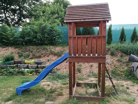 detský záhradný domček so šmykľavkou,