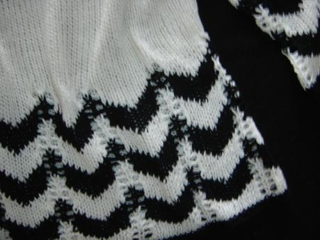 Čiernobiely sveter s 3/4 rukávom, 38