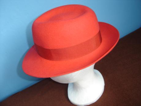 Dámsky klobúk, 38
