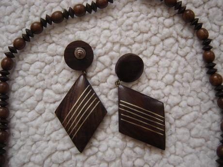 Hnedý set v retro štýle - náhrdeľník+2x náušnice ,