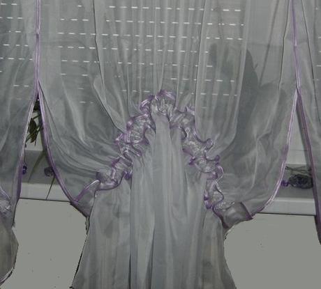 Hotová záclona,dá sa použiť na 2 spôsoby-nepoužitá,