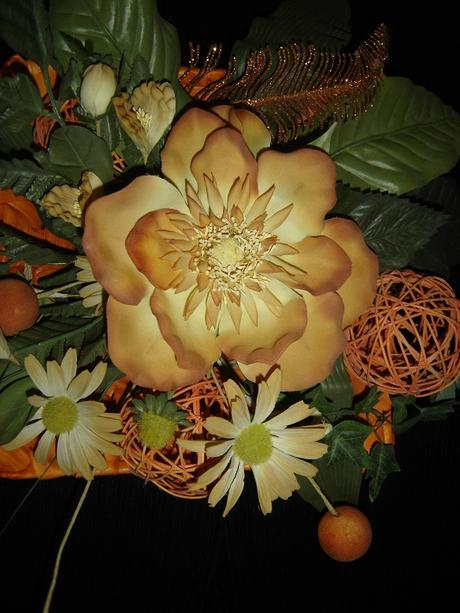 Nádherná veľká dekorácia na stôl v oranžovej farbe,