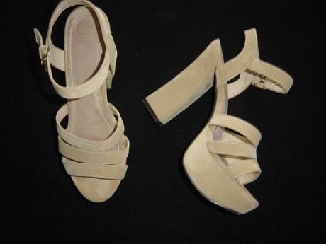 Semišové sandále na platforme s koženou stielkou, 37