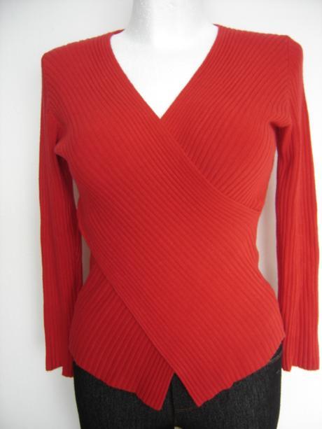 Zaujímavý sveter do X-ka - super stav - veľ. S/M , 38