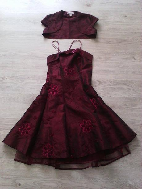 červené šaty, 38