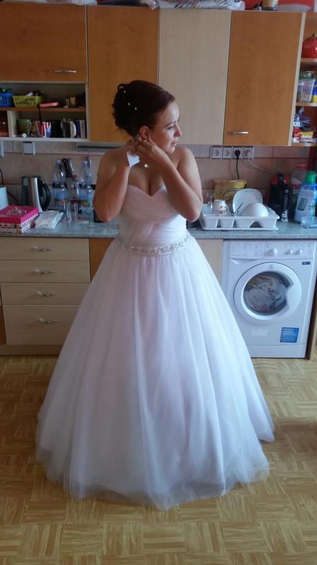 Tylové svatební šaty, 46