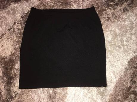 Čierna mini sukňa, 38