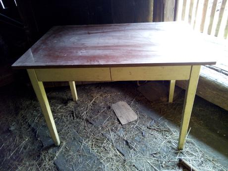 Stôl do kuchyne,