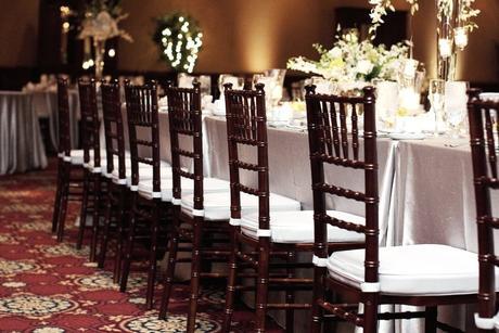 Hnedé Chiavari stoličky na prenájom ,
