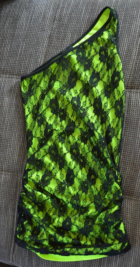Neónovo zelené čipkove mini šaty, S