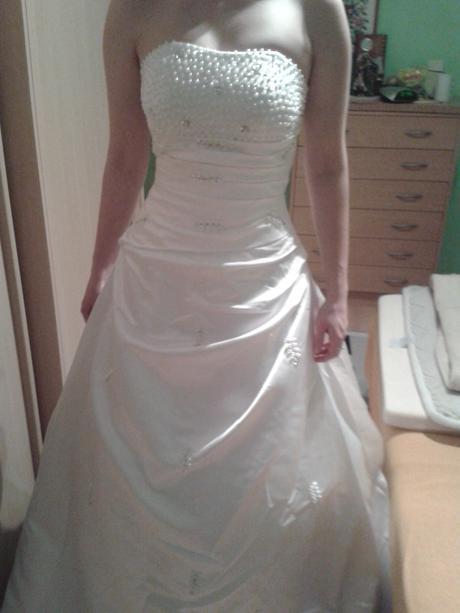 Svadobné šaty s perličkami - ľahunké a super sedia, 34