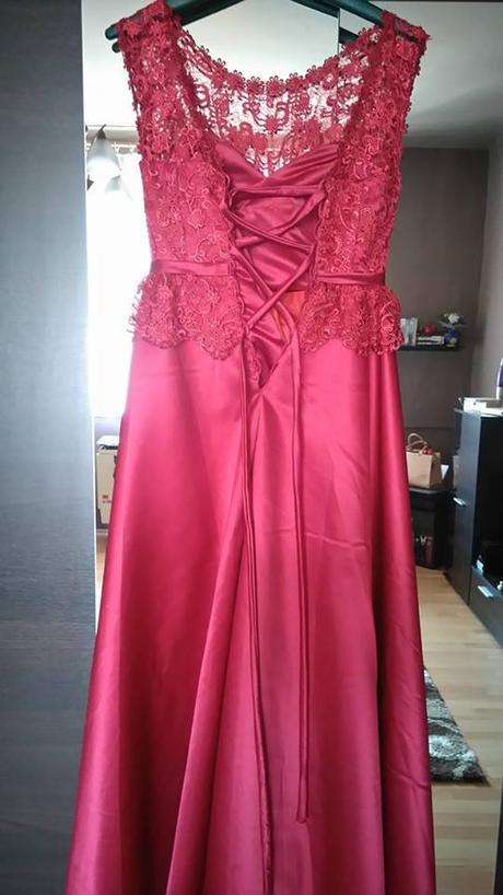 Večerné šaty nenosené-vínová farba ed02ee5a7b9