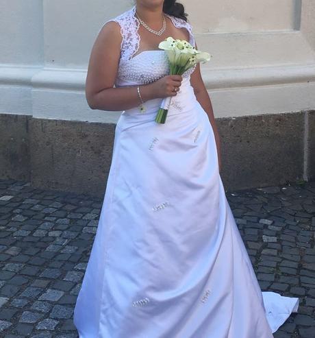 korzetové svatební šaty , 42