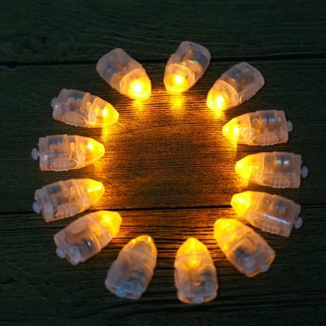 140 ks samostatných LED světýlek s vlastní baterií,