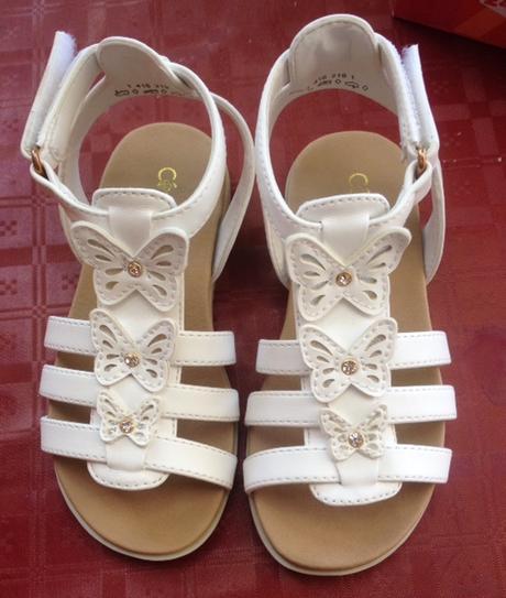 Nenošené bílé sandálky vel.26 , 26