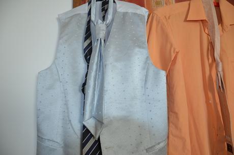vesta s kravatou , 44
