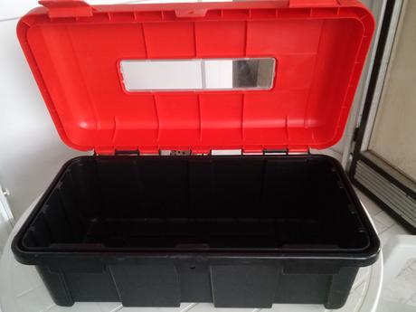 závesná plastová krabica na hasiaci prístroj 6kg,