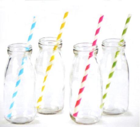 4 fľašky na milkshake so slamkami,