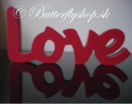 """Dekorácia """"Love"""" - červená,"""