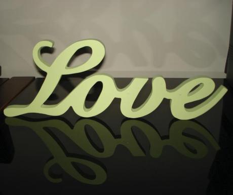 "Dekorácia ""Love"" - zelenkastá,"