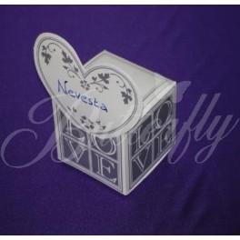 """Krabička a menovka """"Love"""","""