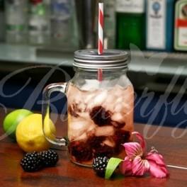 Nápojový pohár s viečkom a slamkou,
